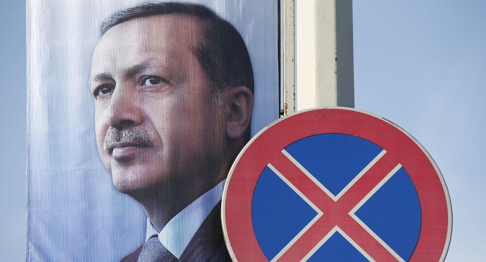 Cartaz com imagem do presidente da Turquia, Recep Tayyip Erdogan