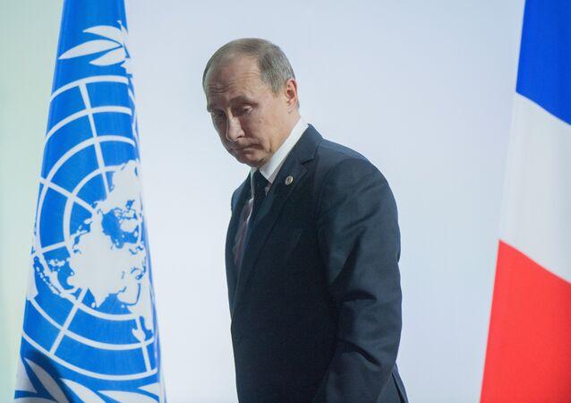 Vladimir Putin durante a visita à França para participar na cúpula da COP21
