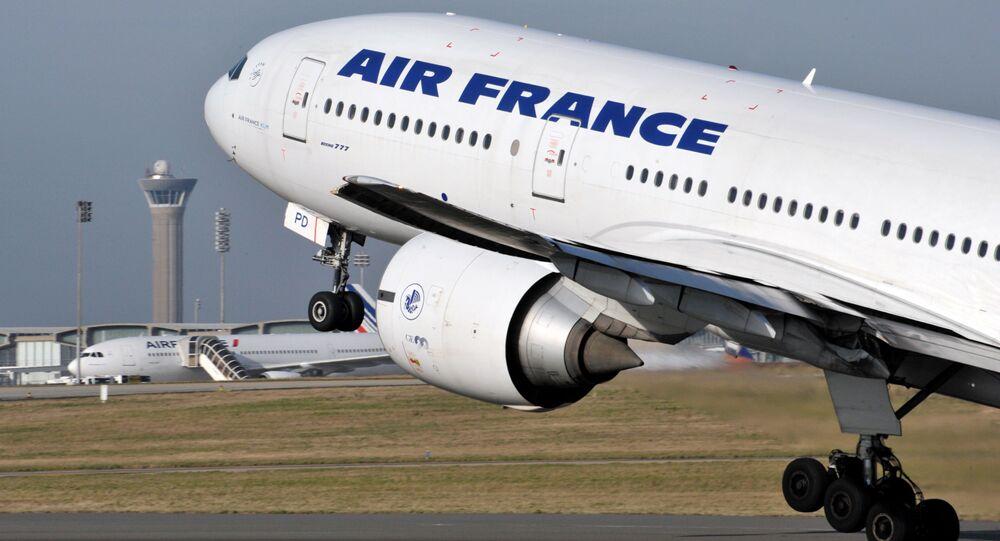 Boeing 777 da Air France teria apresentado falha em um dos motores