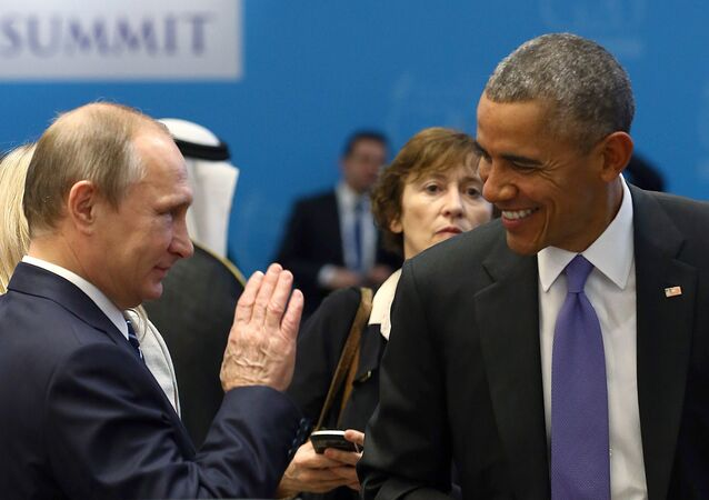 Barack Obama conversa com Vladimir Putin antes de uma sessão de trabalho do G20