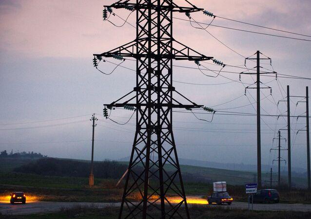 Linha elétrica de alta tensão apagada em Simferopol (imagem referencial)