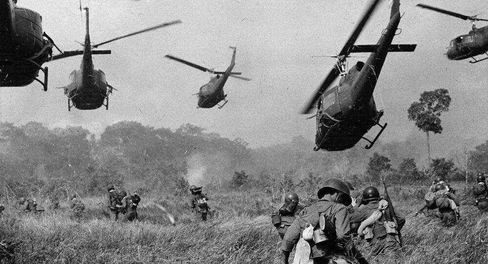 Helicópteros americanos no sul do Vietnã em março de 1965