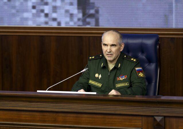 Sergei Rutskoi, vice-chefe do departamento operacional do Estado-Maior das Forças Armadas da Rússia durante a coletiva do Ministério da Defesa russo. 2 de fevereiro, 2015