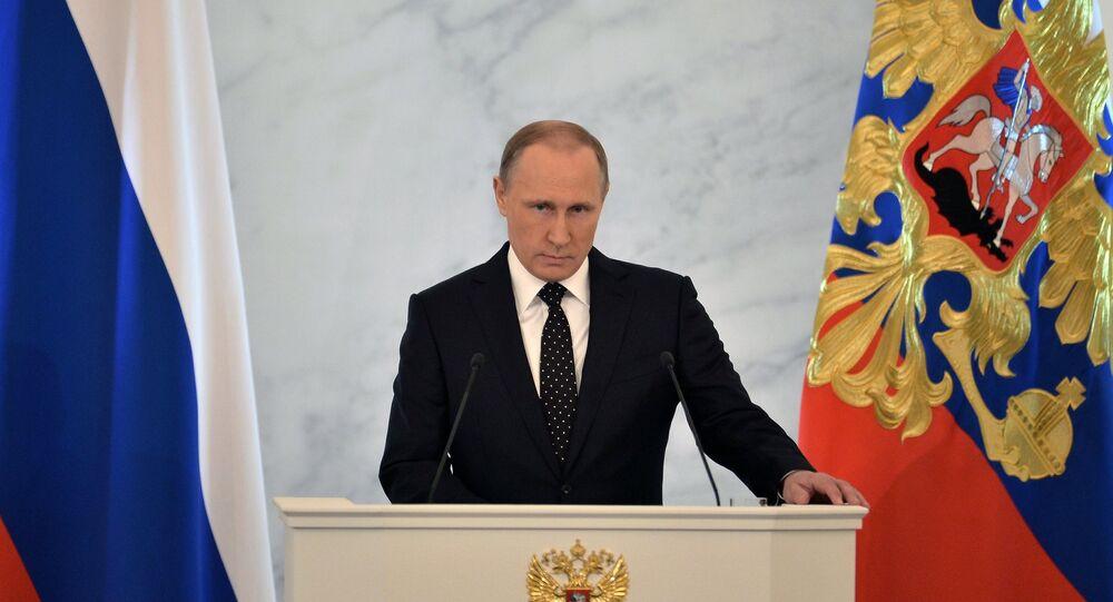 Vladimir Putin durante Mensagem à Assembleia Federal em 3 de dezebro de 2015