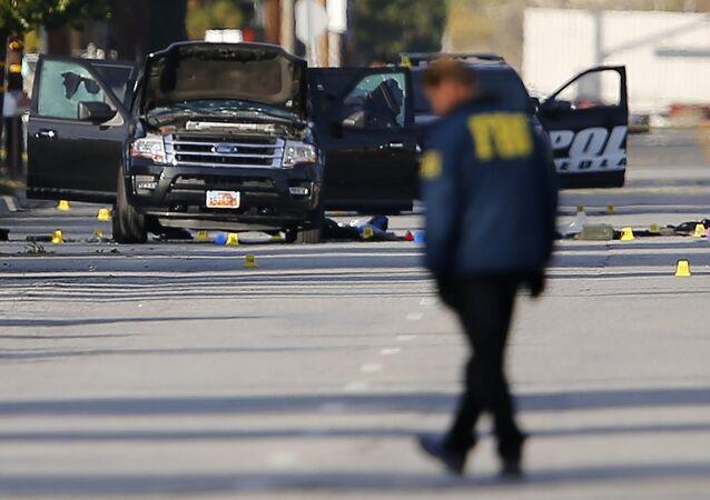 Imagens dos agentes do FBI investigando o ataque terrorista em San Bernardino no final de 2015