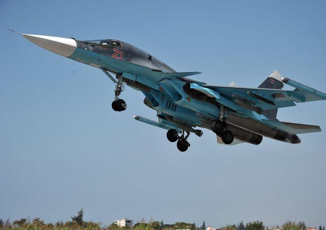 Caça multifuncional russo Su-34 decola de base na Síria