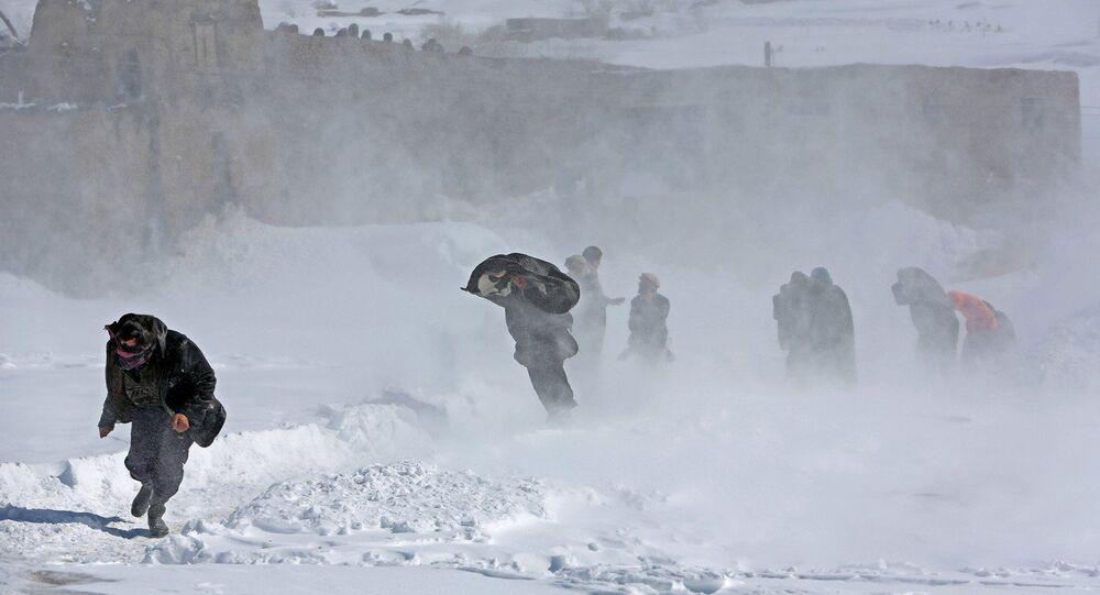 Cerca de 300 pessoas foram mortas por avalanches no Afeganistão