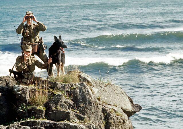 Guardas de fronteira da Rússia nas Ilhas Curilas