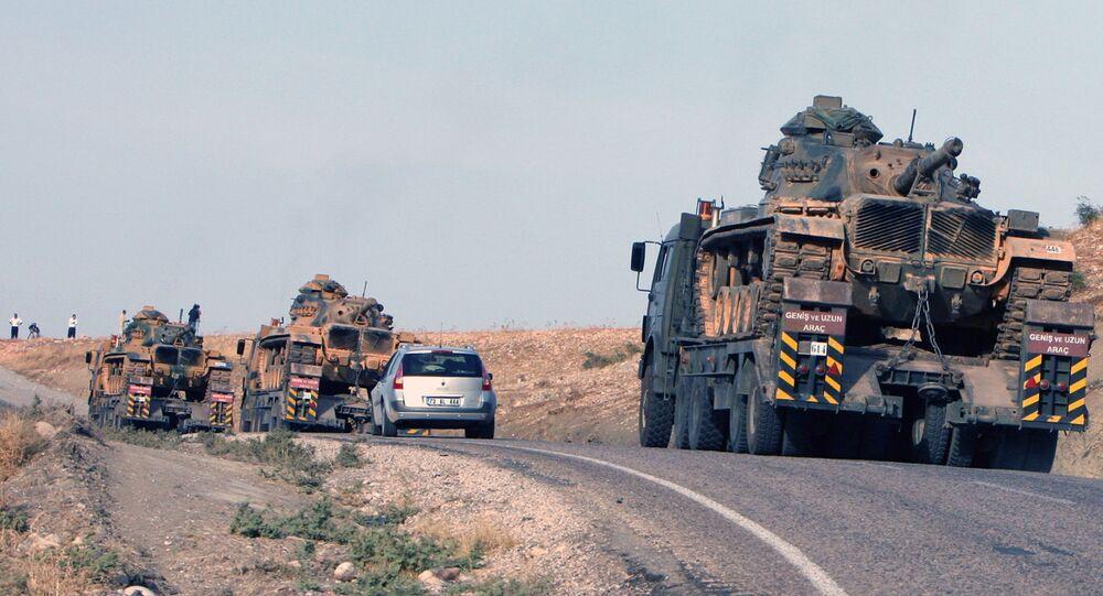 Tanques turcos perto da fronteira turco-iraquiana