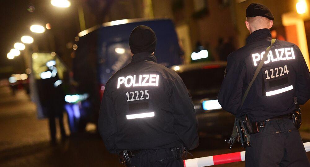 Policiais alemães fazem blitz em Berlim.