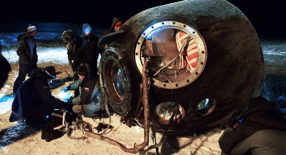 Nave espacial tripulada Soyuz TMA-17M após a aterrissagem (arquivo)