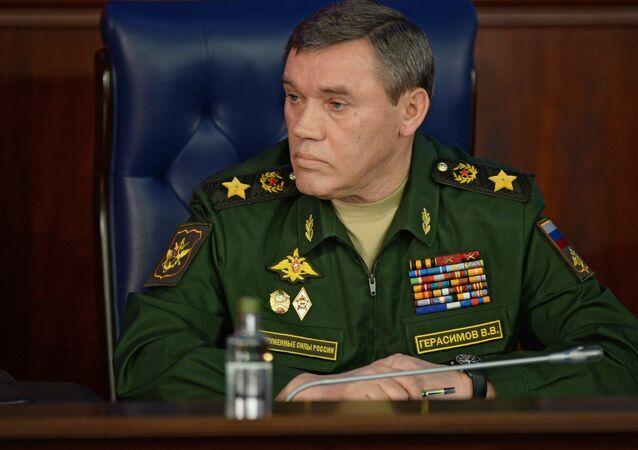 Valery Gerasimov durante conferência conjunta com o presidente russo no Ministério da Defesa em 11 de dezembro