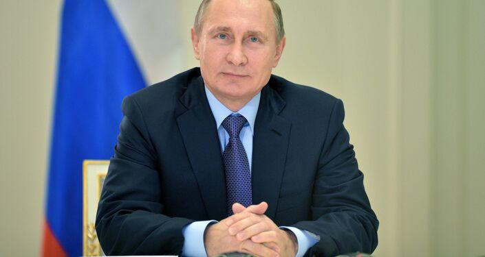Vladimir Putin durante a teleconferência sobre o lançamento da ponte energética