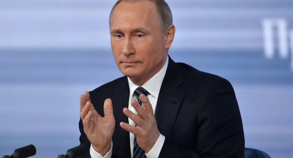 Vladimir Putin durante grande coletiva em 17 de dezembro