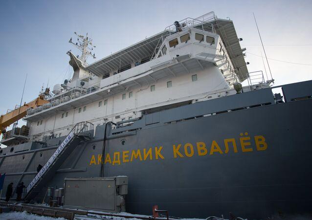 Cargueiro de armamentos Akademik Kovaliov