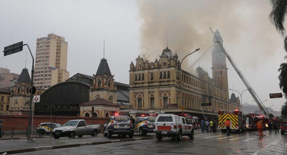Incêndio atingindo o Museu da Língua Portuguesa, em São Paulo (arquivo)