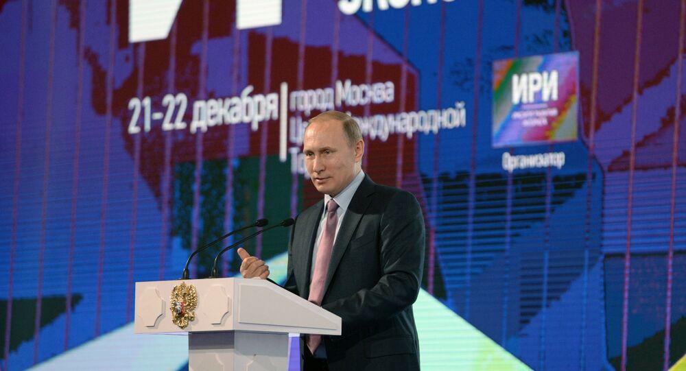 Presidente russo Vladimir Putin está discursando no primeiro fórum russo sobre a Internet, Moscou, 22 de dezembro de 2015