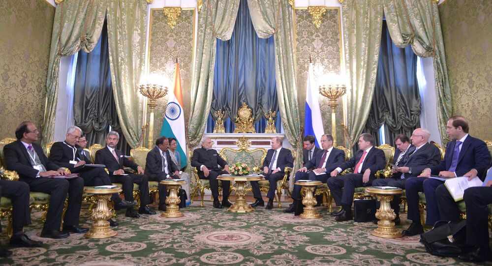 Presidente da Rússia Vladimir Putin se reúne com o Presidente da Índia Narendra Modi