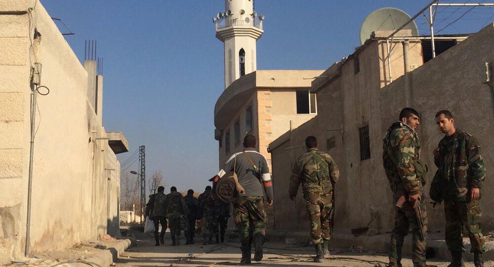 Soldados do Exército da Síria realizam uma operação especial nos arredores leste de Damasco, Síria, 22 de dezembro de 2015