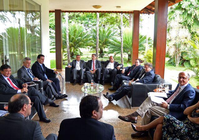 Governadores debatem medidas contra crise econômica em Brasília