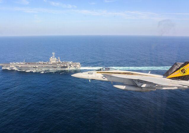 Porta-aviões americano USS Harry S. Truman no Golfo de Omã