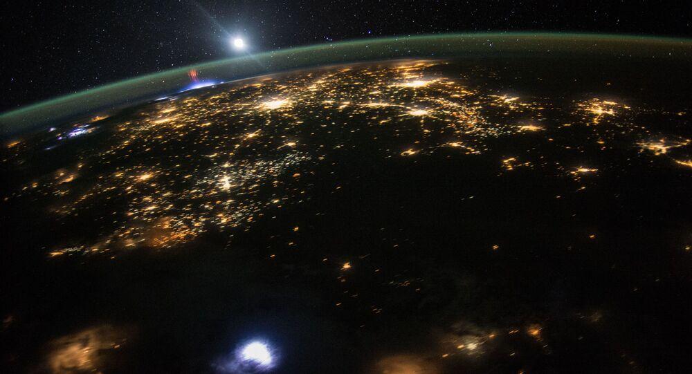 Sprite Vermelho (descarga elétrica de plasma frio) na parte norte do México, capturado pela EEI