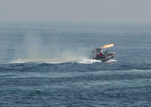 Guarda Revolucionária do Irã realiza exercícios navais no golfo Pérsico, foto de arquivo