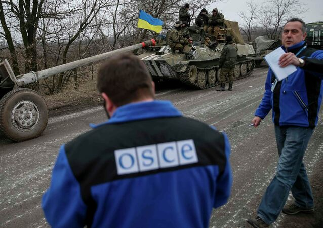 OSCE controla o movimento do material blindado ucraniano em Donbass