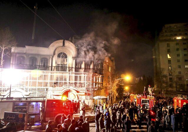 Embaixada da Arábia Saudita em Teerã em chamas após ataque