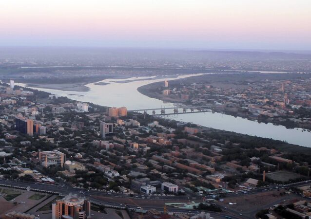 Cartum, capital do Sudão, cortada pelo Rio Nilo