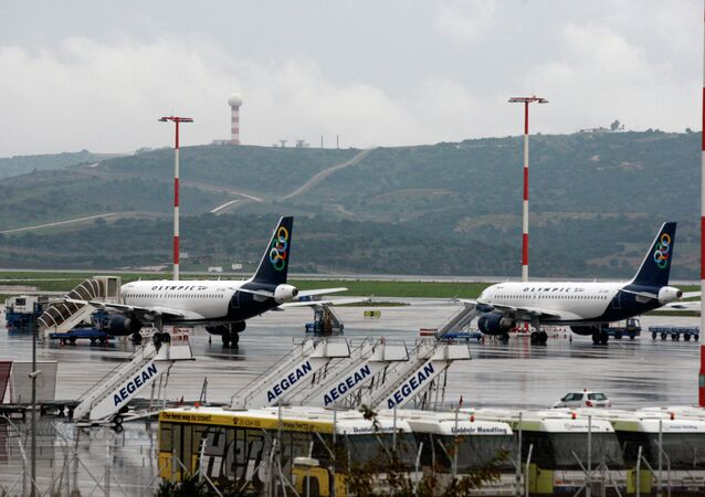 15 dezembro, 2010 foto de arquivo, os aviões são aterrados durante uma greve de 24 horas no Aeroporto Internacional de Atenas Eleftherios Venizelos