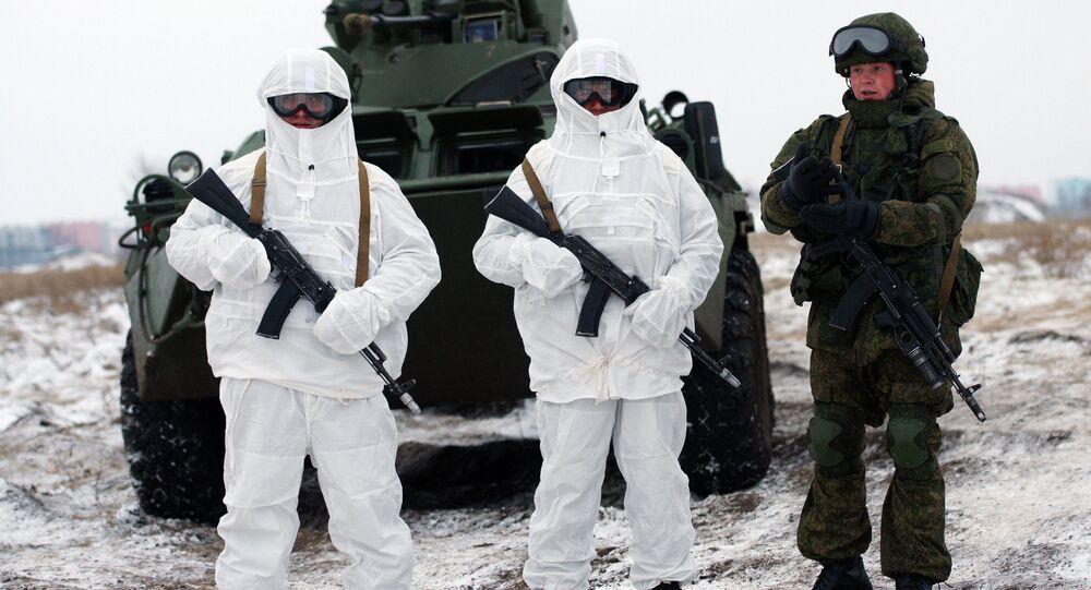 Militares russos da unidade de manutenção da paz do Distrito Militar Central durante realização de um exercício tático utilizam equipamento militar Ratnik. Foto de arquivo
