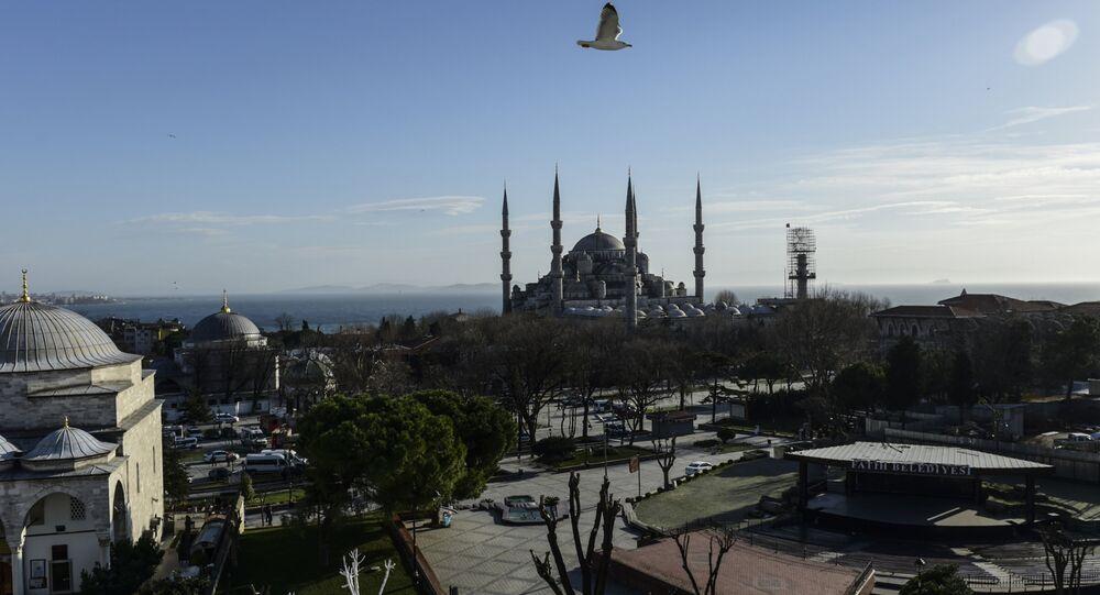 Praça Sultanahmet, vazia depois do atentado, Istambul, Turquia, 12 de janeiro de 2016