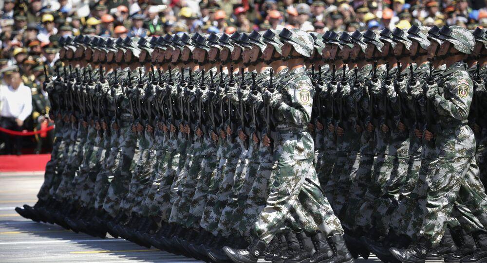 Soldados do Exército de Libertação da China marcham durante a parada militar em homenagem aos 70 anos da vitória na Segunda Guerra Mundial, Pequim, 3 de setembro de 2015
