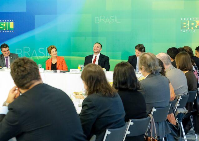 Dilma Rousseff durante café da manhã com jornalistas