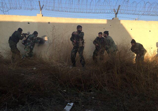 Exército sírio realiza uma operação especial nos subúrbios leste de Damasco, Síria, 22 de dezembro de 2015
