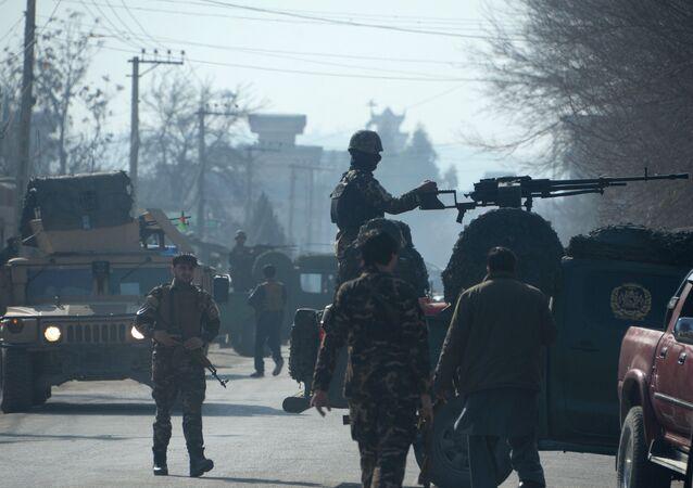 Agentes das forças de segurança afegãs em estado de alerta após um ataque suicida em Jalalabad (arquivo)