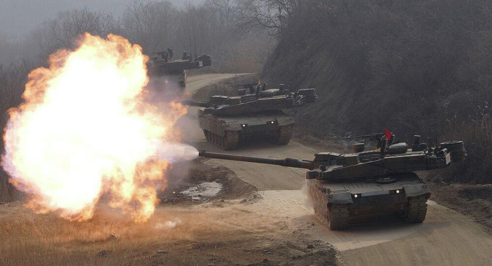 Tanques K-2 da Coreia do Sul em um polígono