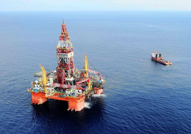 Plataforma de petróleo 981, a primeira plataforma de exploração em águas profundas desenvolvida na China, a 320 quilômetros ao sudeste de Hong Kong, no Mar do Sul da China