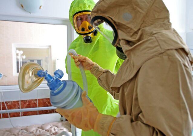 Médicos da região russa de Kaliningrado treinam ações em caso de detecção de pacientes com ebola