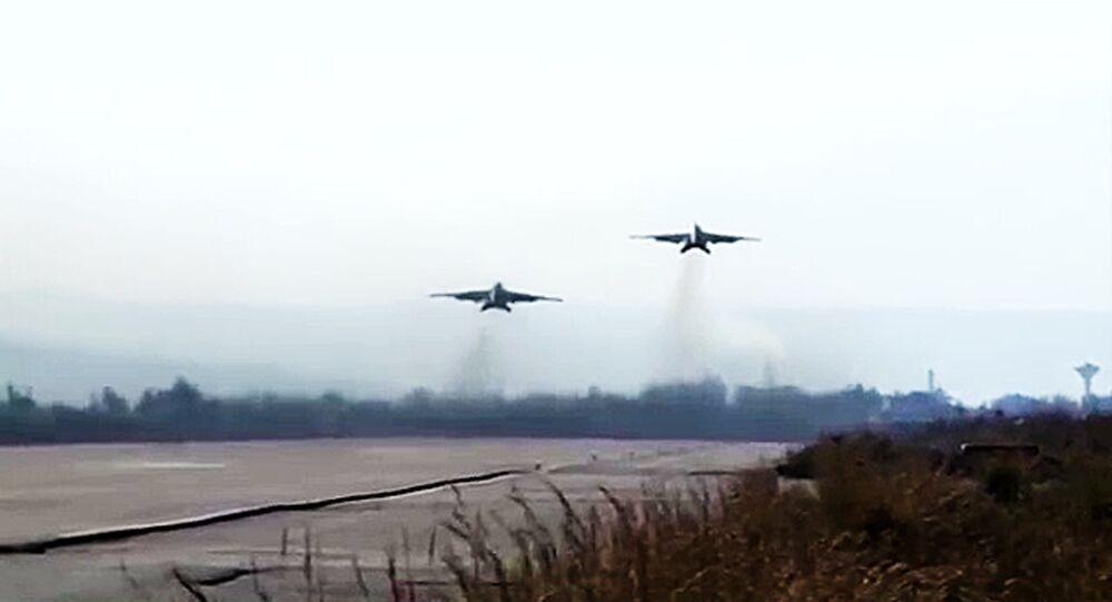 Pista de decolagem na base aérea de Hmeymim