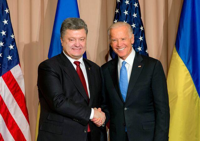 Reunião entre o presidente ucraniano, Pyotr Poroshenko, e o vice-presidente dos EUA, Joe Biden em Davos (Suíça)