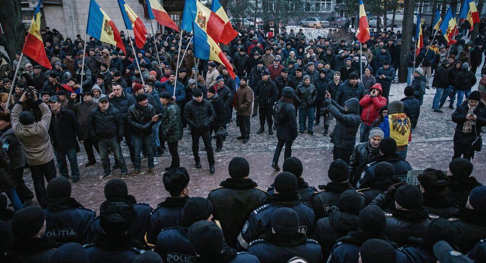 Protesto perante o edifício do parlamento da Moldávia, Chisinau, 21 de janeiro de 2016