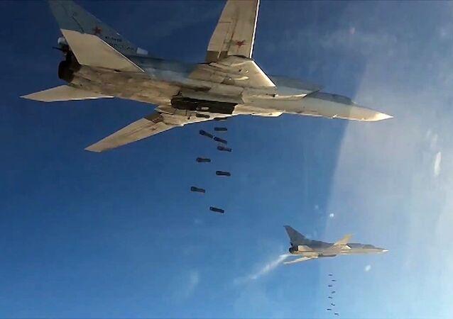 Um bombardeiro estratégico Tu-22, da Força Aeroespacial da Rússia, durante a operação na Síria