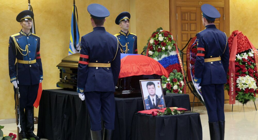 Funeral do piloto Oleg Peshkov morto na Síria