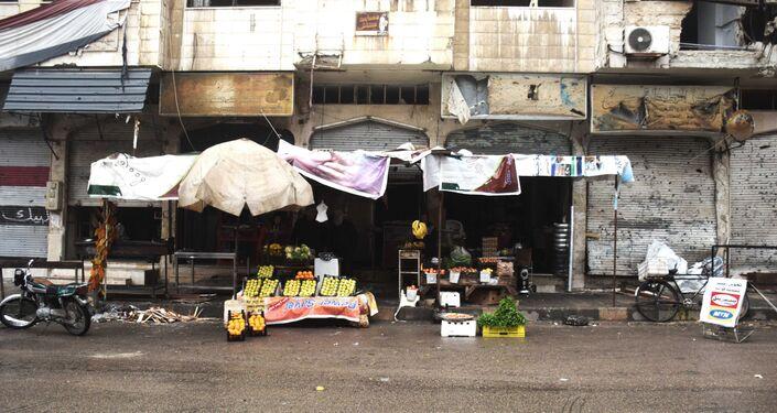 Loja de frutas e legumes em uma das ruas da cidade de Homs, Síria, 26 de janeiro de 2016