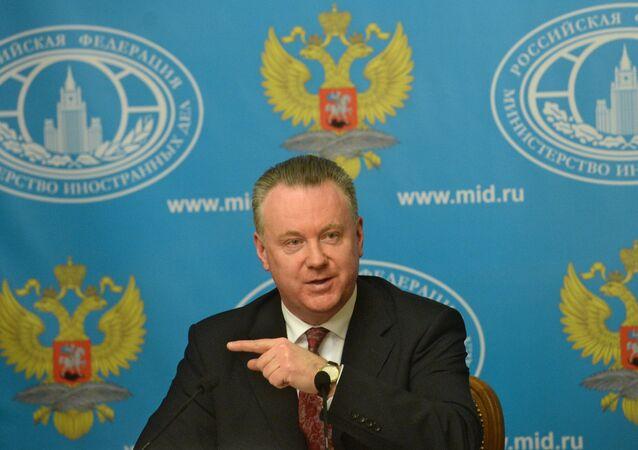 Porta-voz da chancelaria russa, Alexander Lukashevich, durante entrevista coletiva em Moscou