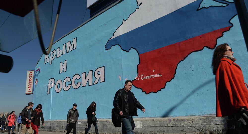 Grafiti patriótico relacionado à reintegração da Crimeia à Rússia