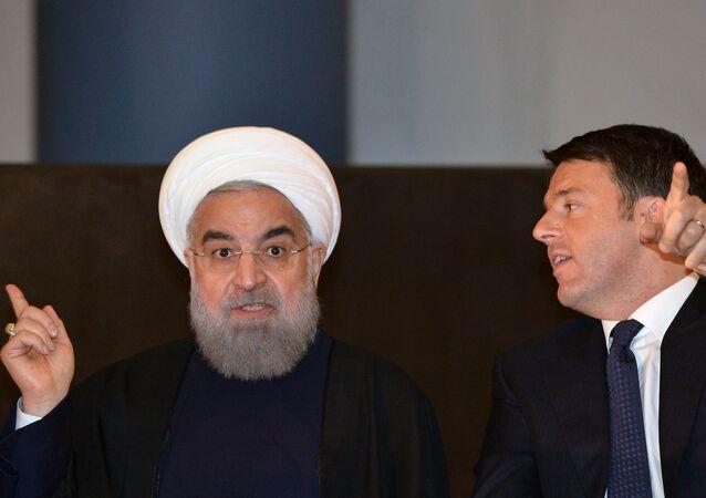 O presidente iraniano, Hassan Rohani (esquerda) e o primeiro-ministro italiano, Matteo Renzi (direita), em 25 de janeiro de 2015