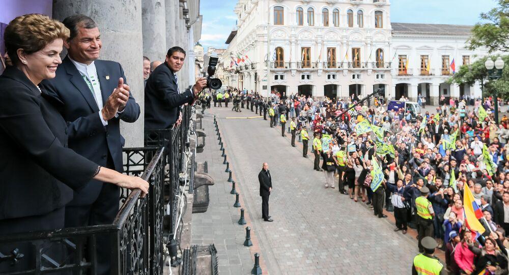 Presidenta Dilma Rousseff durante encontro com o senhor Rafael Correa, Presidente da República do Equador